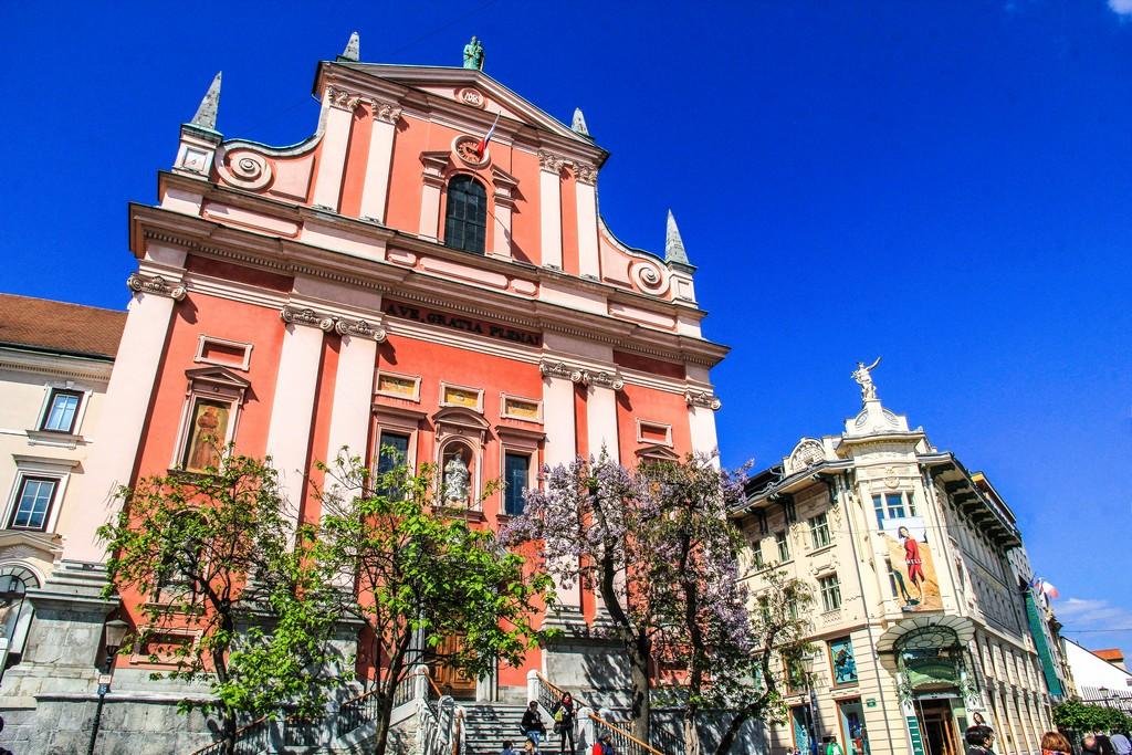 cosa vedere a Lubiana cattedrale color salmone