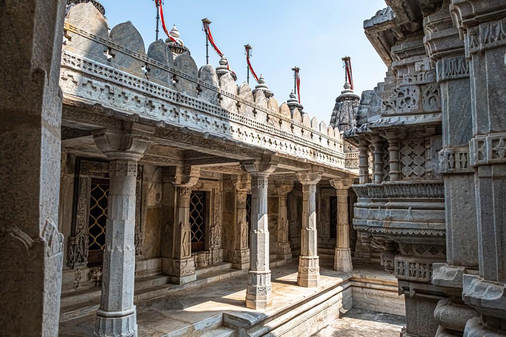 Visita ai templi di Ranakpur cortile esterno