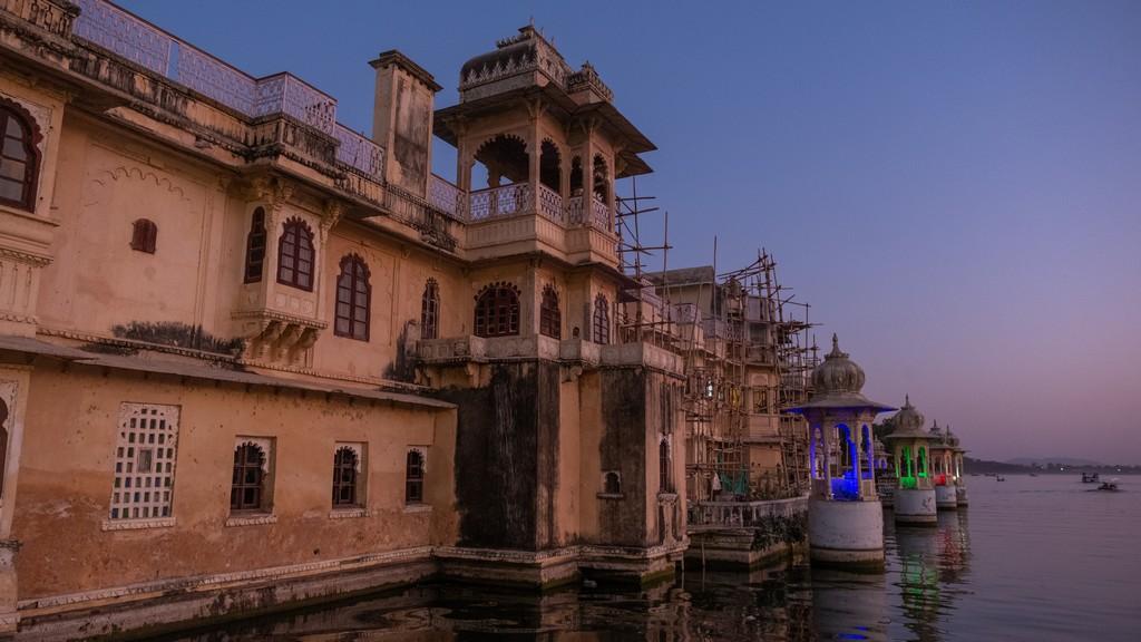 Cosa vedere a Udaipur tramonto a gangaur ghat