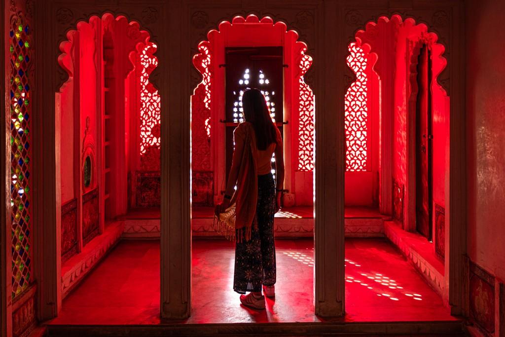 Visita alla Bagore ki Haveli stanza rossa del riflesso
