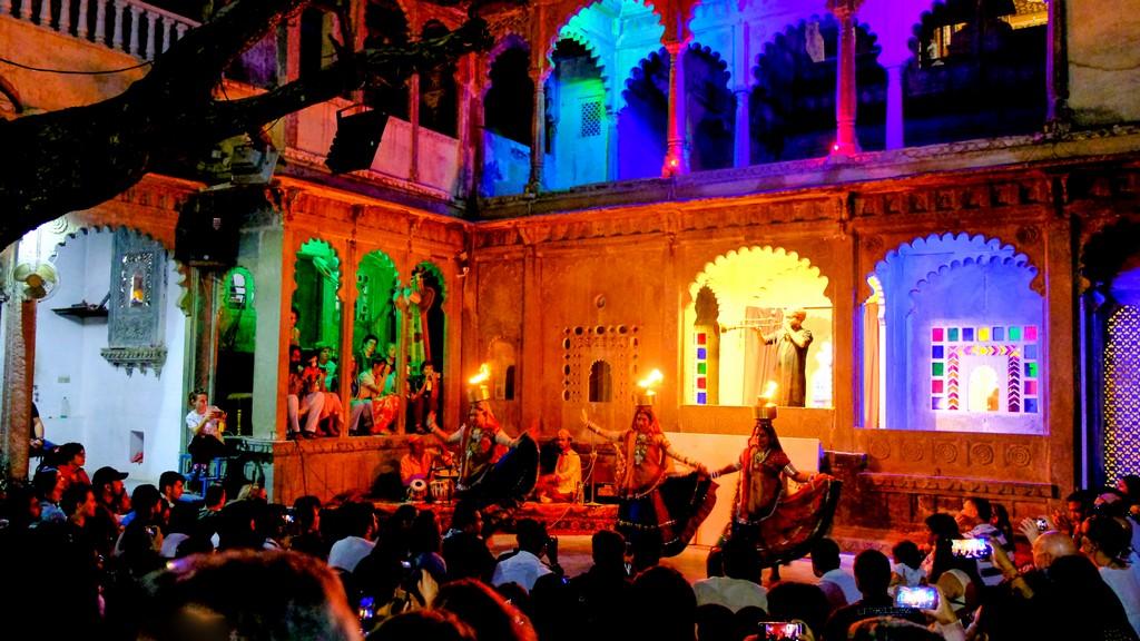 Visita alla Bagore ki Haveli bagor ki haveli cortile