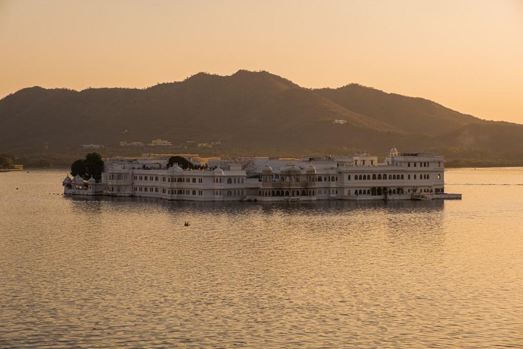 Soggiornare in un heritage hotel hotel  sul lago taj lake palace