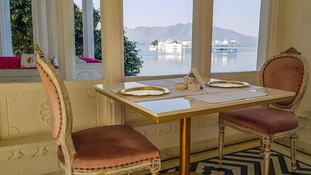 tavolini con vista lago
