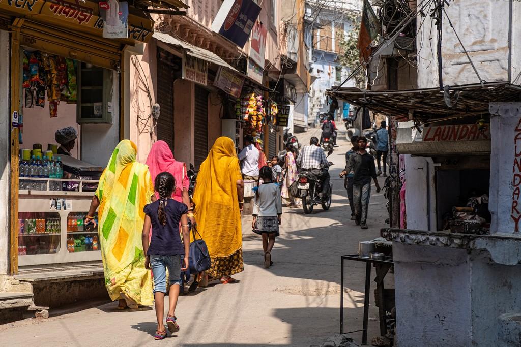 10 motivi per visitare Udaipur strada commerciale
