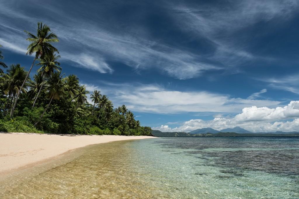 La lunghissima spaggia di Bangka Island (Coral Eye Resort)