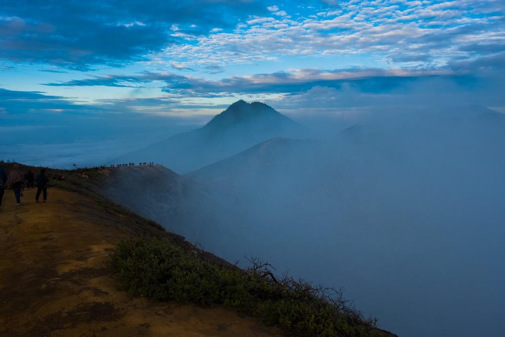 come visitare Kawah Ijen fai da te Nebbia nel cratere