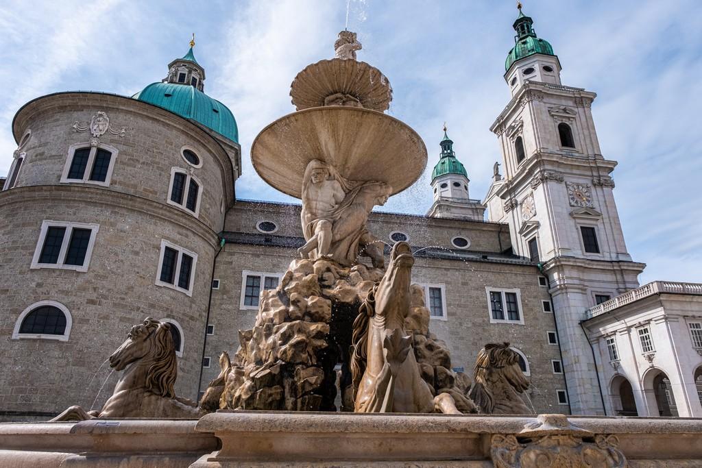 Location di Tutti Insieme Appassionatamente a Salisburgo fontana vista dal basso