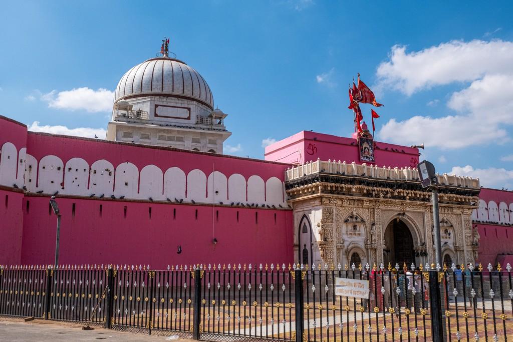 tempio dei topi e la facciata rosa