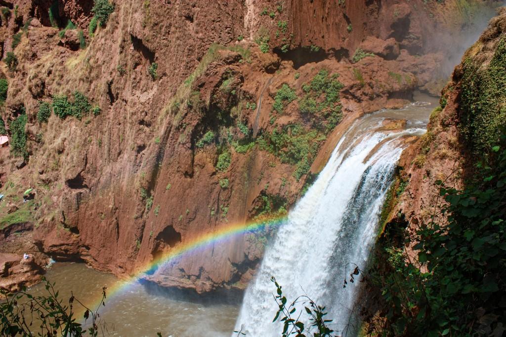 itinerario in Marocco in una settimana cascata con arcobaleno