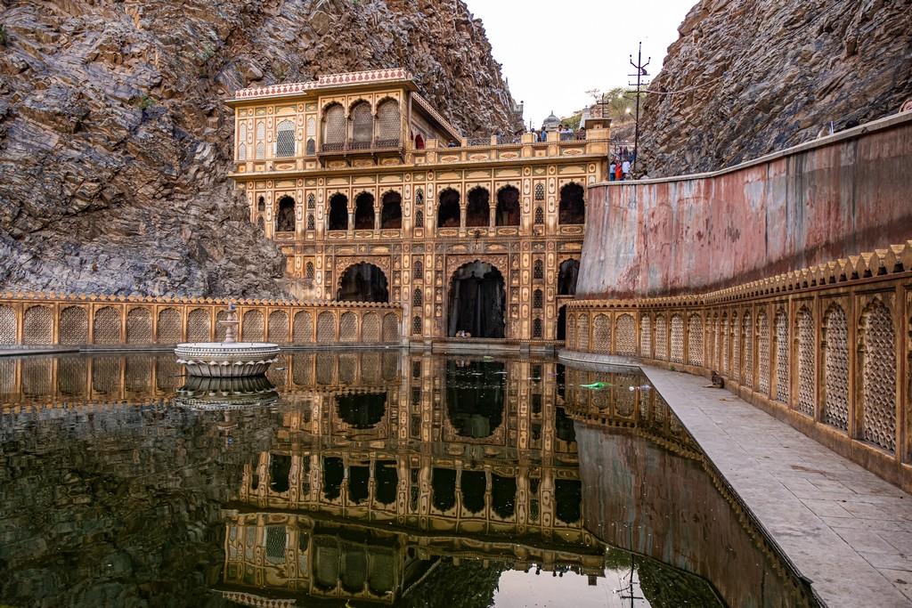 Superare la paura dell'India tempio riflesso nell'acqua