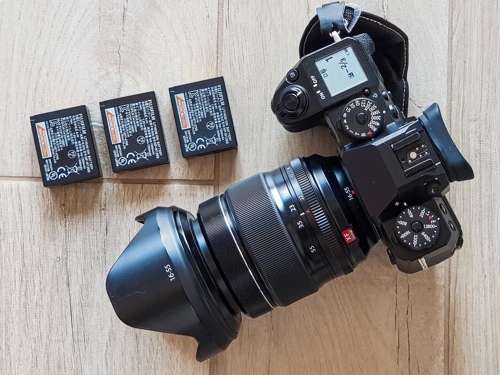 scegliere l'attrezzatura fotografica da viaggio mirrorless con batterie