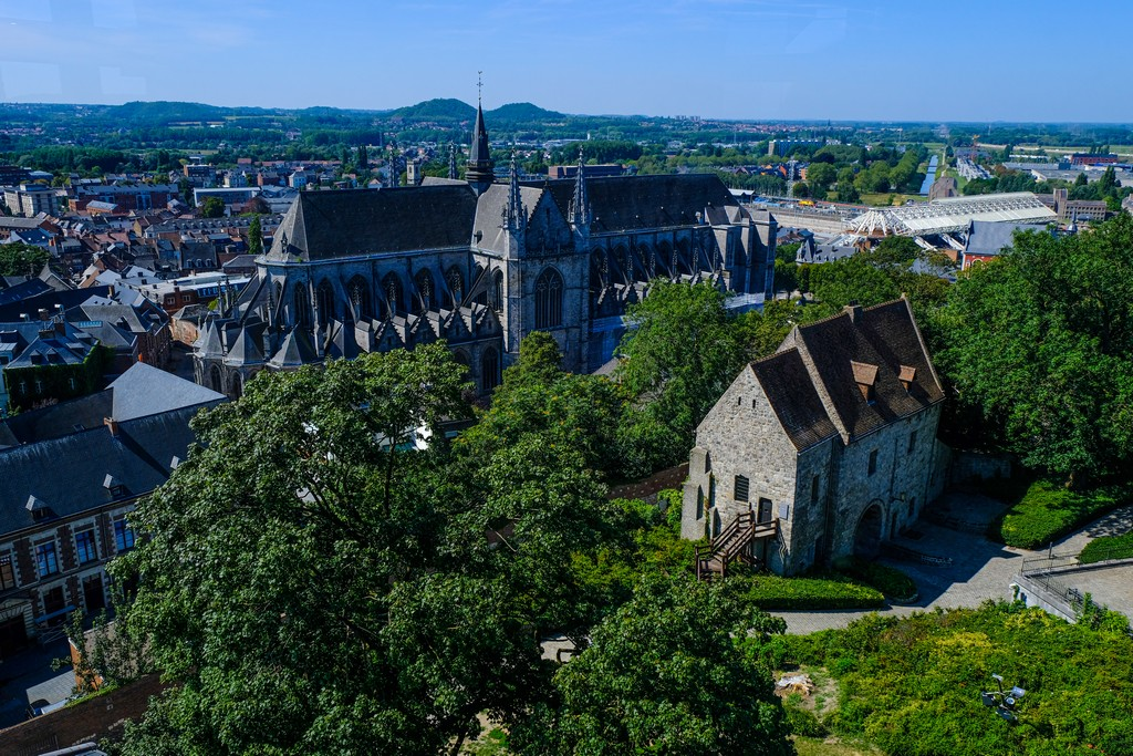 guida a Mons vista panoramica della cattedrale