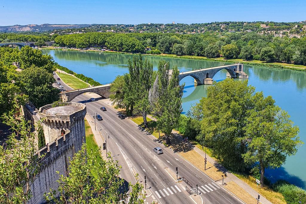 Una giornata ad Avignone vista del ponte dal terrazzo