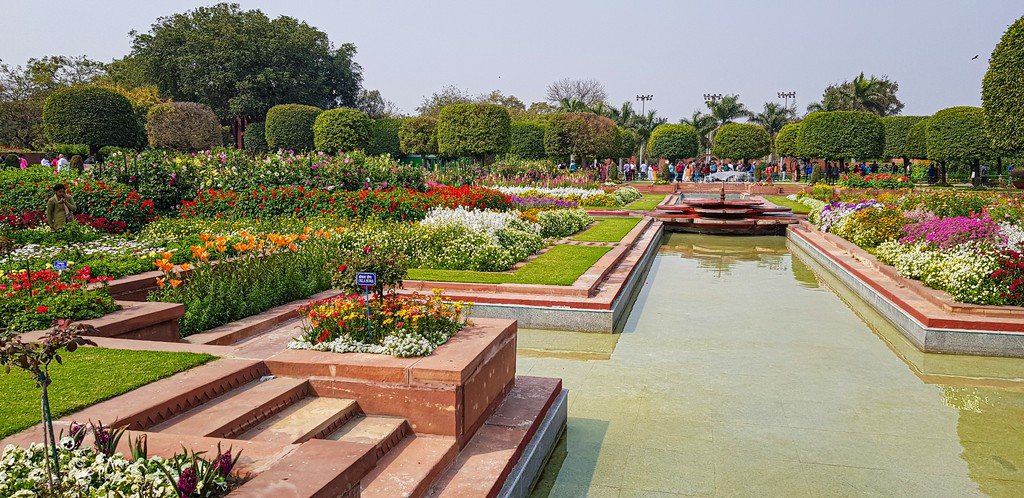 Visitare i Mughal Gardens giardino fiorito