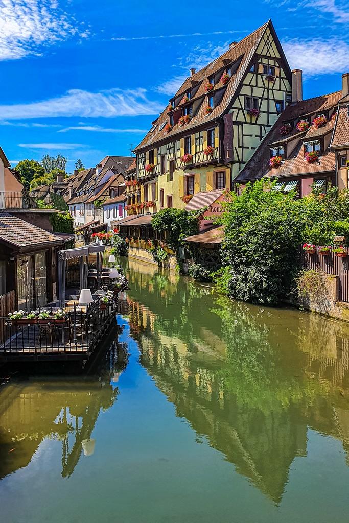 Una giornata a Colmar case si specchiano nel canale