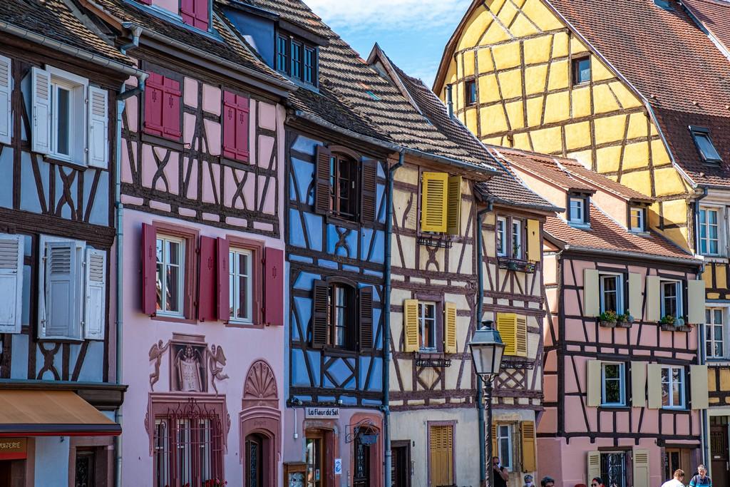 Una giornata a Colmar facciate colorate a graticcio
