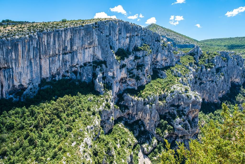 Visita alle Gole del Verdon parete di roccia delle gole