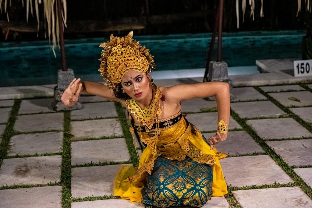 Guida alla danza balinese ballerina legong