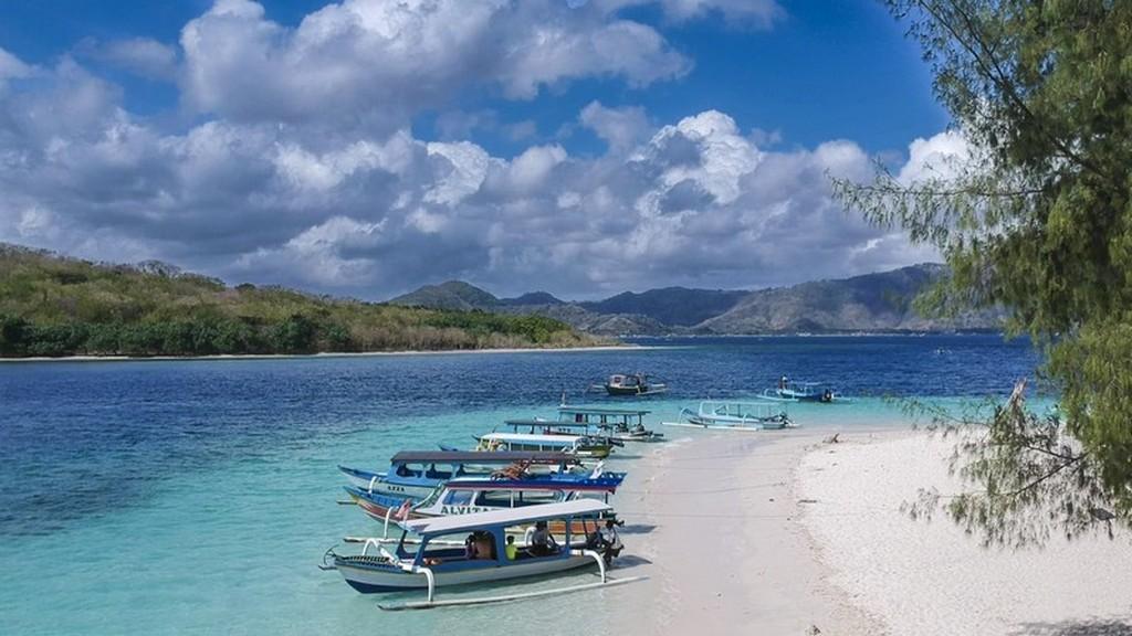 vista delle barche in spiaggia