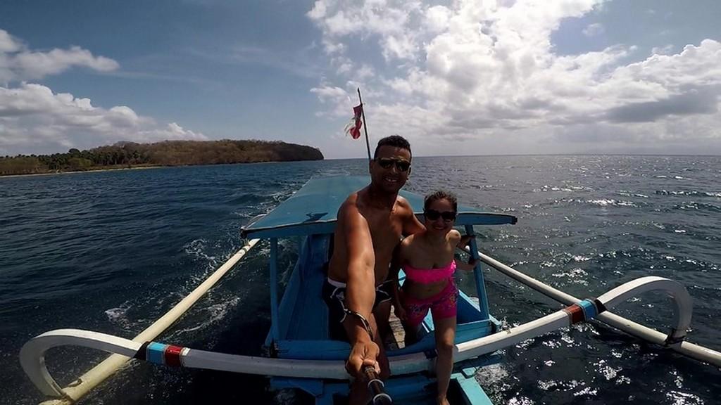 Come visitare le Secret Gili di Lombok coppia su una barca