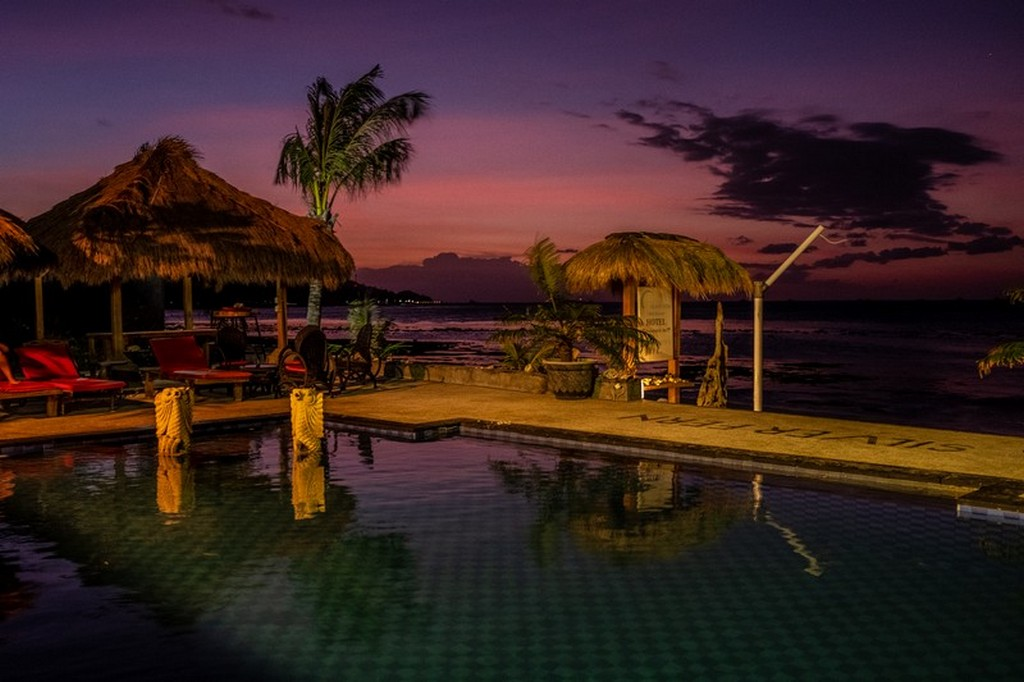 tramonto dalla piscina