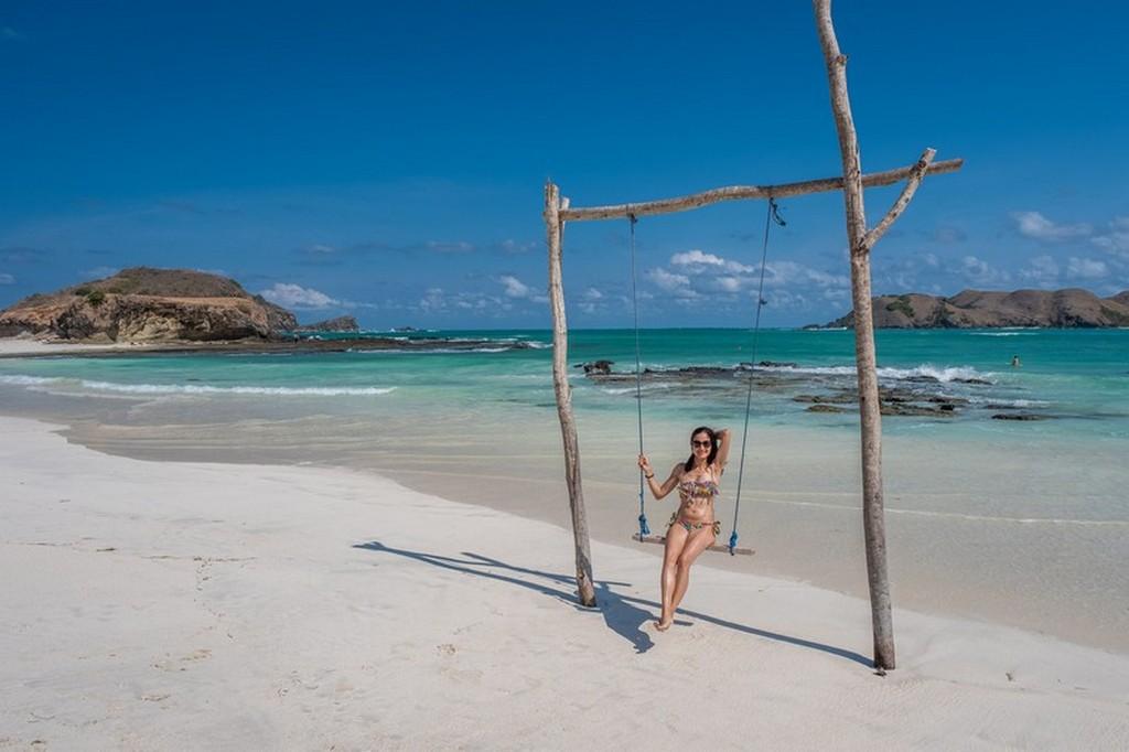 Come visitare Kuta Lombok ragazza sulla spiaggia