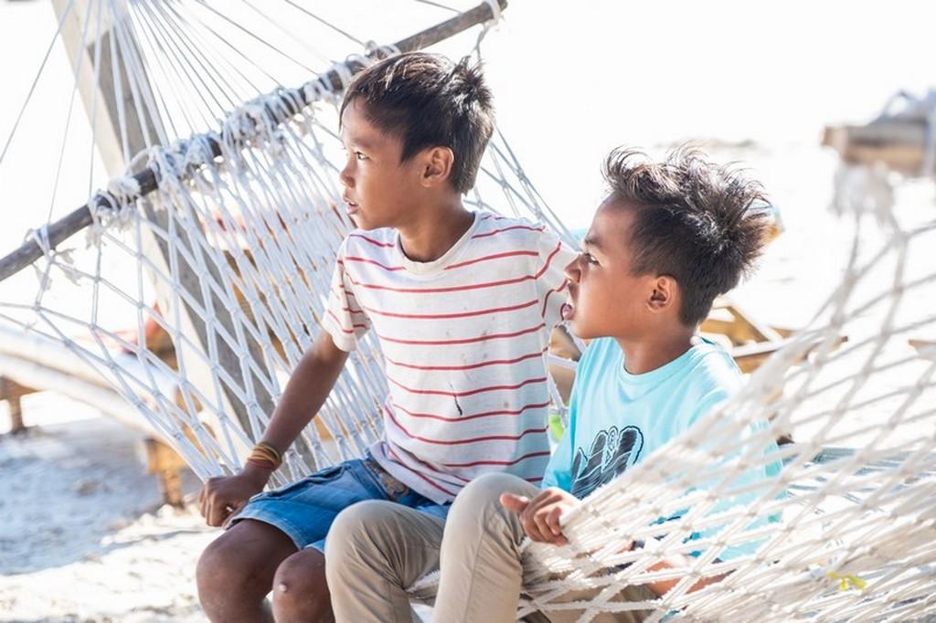 ragazzi in spiaggia