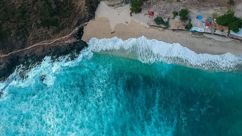 Come visitare Kuta Lombok vista dall'alto della spiaggia