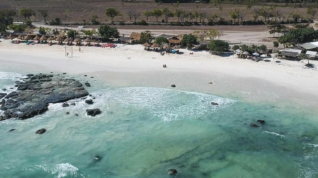 Come visitare Kuta Lombok vista della spiaggia dall'alto