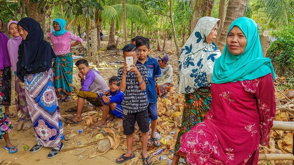 Come visitare Kuta Lombok bambino ci filma