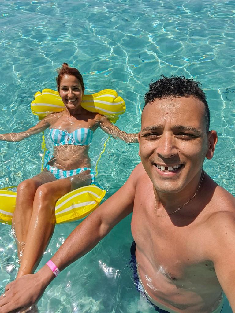 coppia in acqua